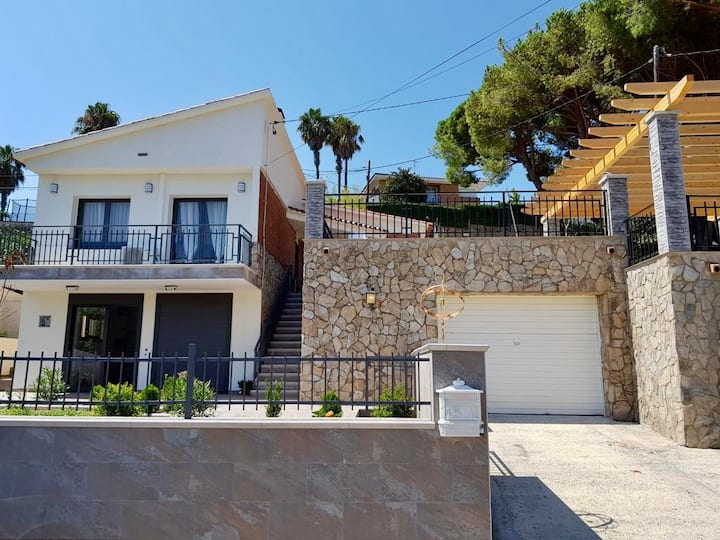 NEU ★ Ferienhaus für 8 Pers. mit Terrasse und BBQ