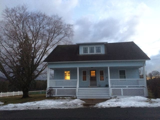 4 bedroom/2 bath home overlooking Williston Fields - Easthampton