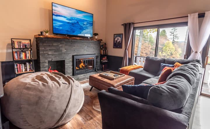 Large Renovated Condo with Stunning Mountain Views