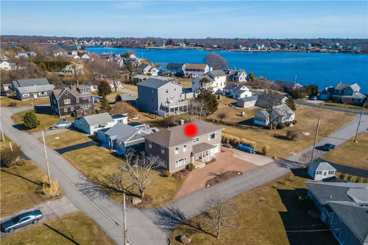 Luxury Narragansett Beach Home - Your Happy Place!