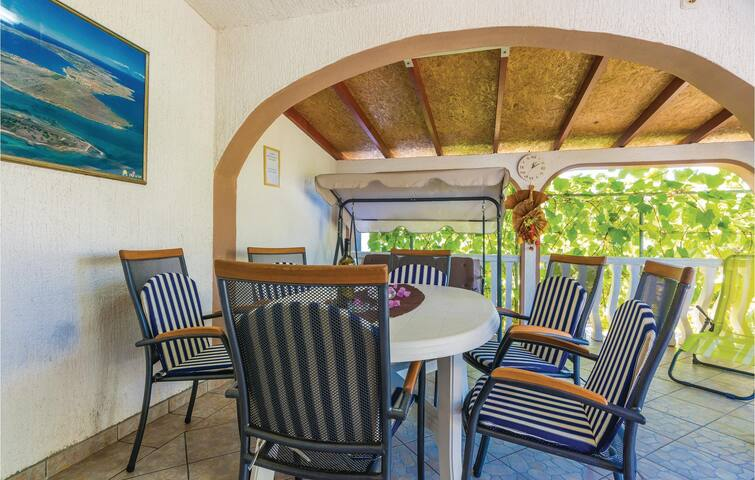 Holiday apartment with 2 bedrooms on 38m² in Vir