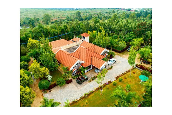 Beautiful Chikmagalur Homestay Colonial King
