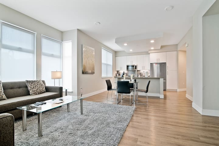 High end 2Bed/2Bath with amenities in San Carlos