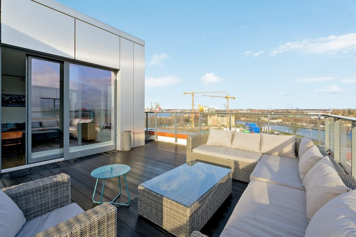 Riverview Penthouse with large Terrace