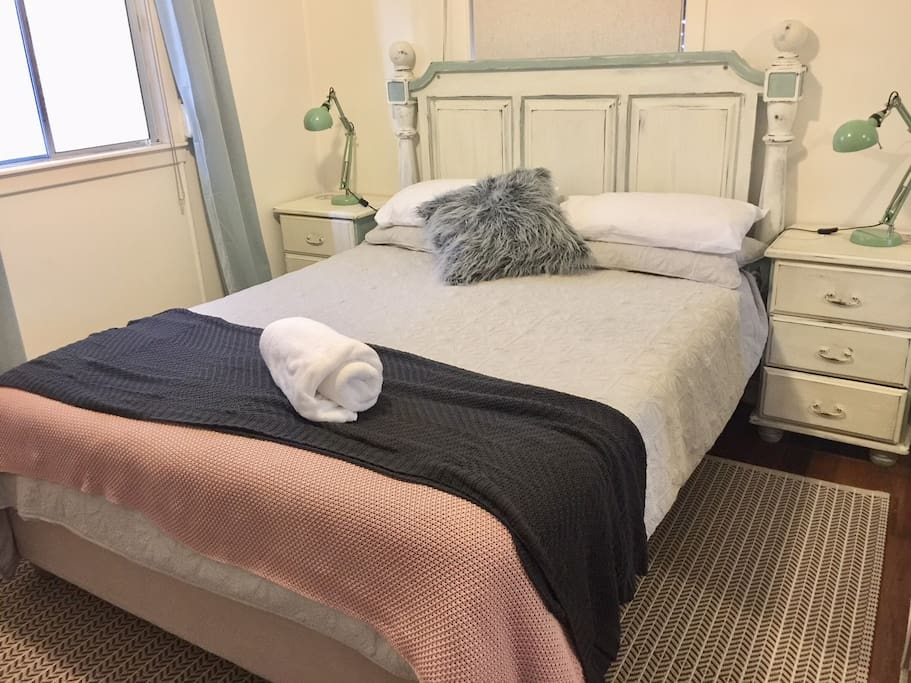 Comfortable queen size bed, floor to ceiling mirrors, own television.  This room is fully air conditioned/heated.