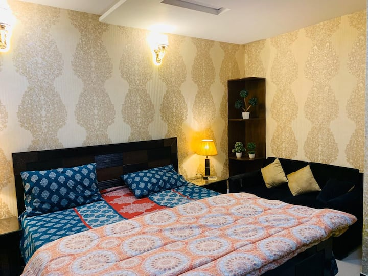1 Bed  furnished apartment with separate TV Lounge