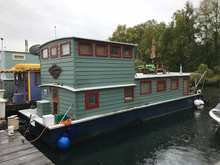 The Cabin - A houseboat on Seattle's Lake Union