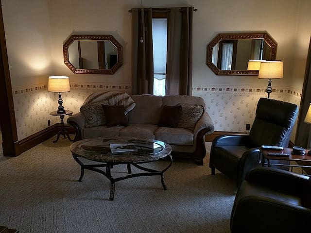 Grace Place - 4 bedrooms w/private comfort - Albert Lea - House