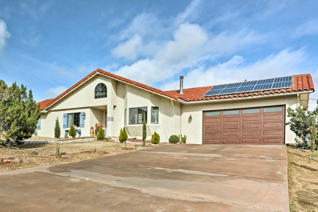 This spacious 1,332-square-foot home comfortably sleeps 6.