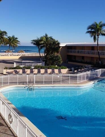Cozy ocean front studio - Sunny Isles Beach - Apartemen