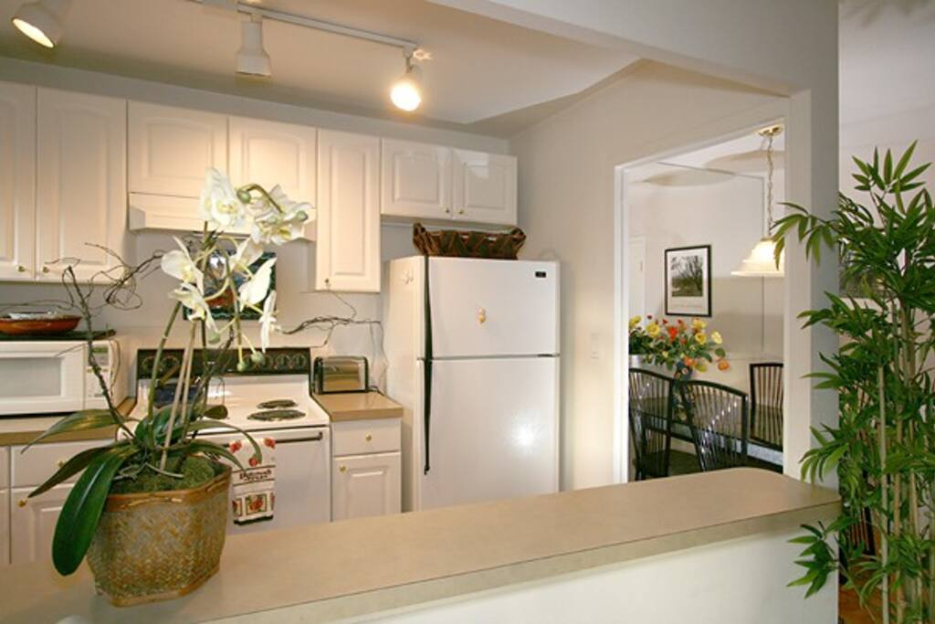 With the Pike Place market just blocks away you will appreciate our fully stocked kitchen.