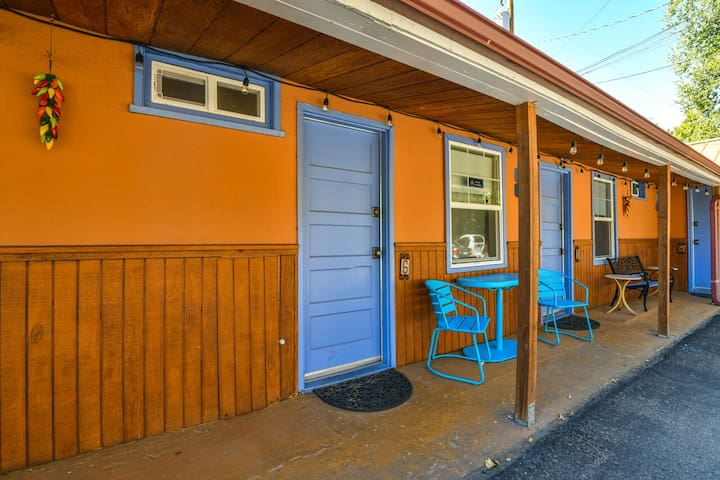 Lodge 6 - Downtown location. Studio with shared hot tub. No Cleaning Fee.