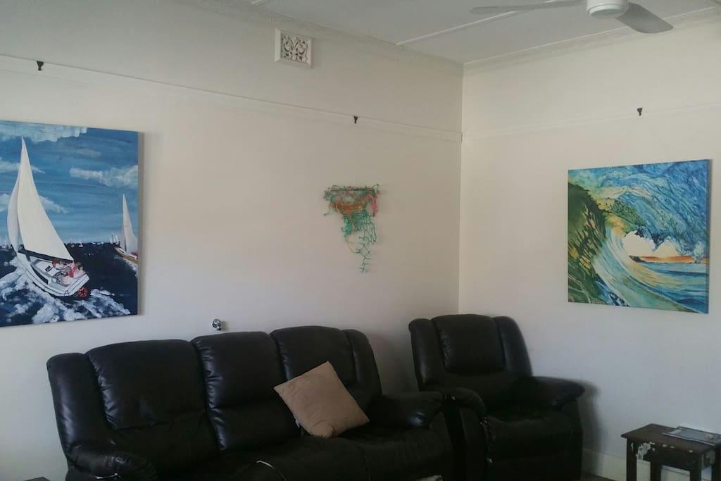 Lounge room (seats 6)