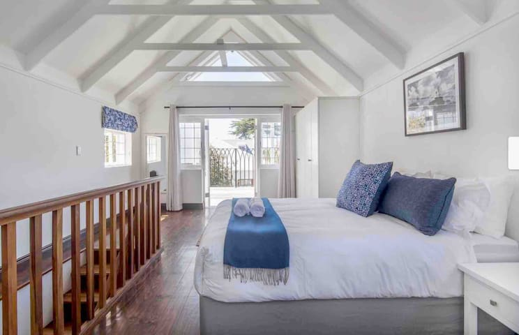 Charming Rosmead Cottage, in the heart of Kalk Bay