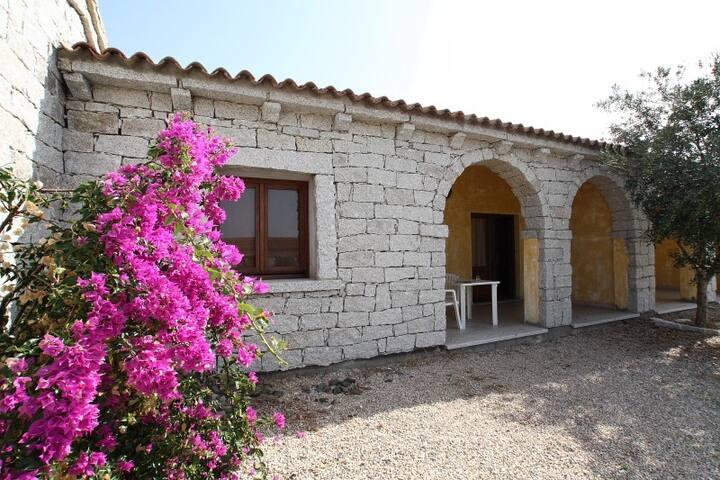 Casa con piscina a 1500 m dal mare - Badesi - บ้าน