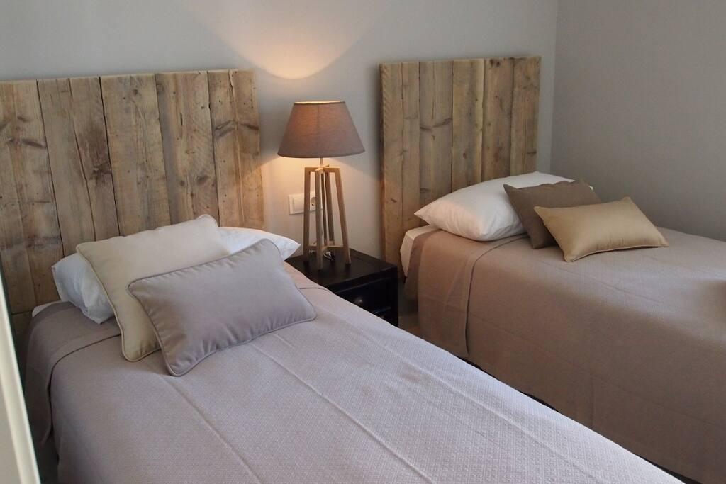Gorgeous welcoming twin bedroom