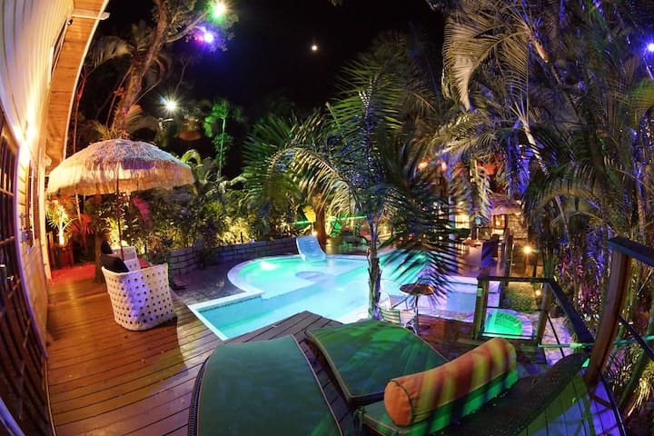 Green Room Jungle canopy Tree House