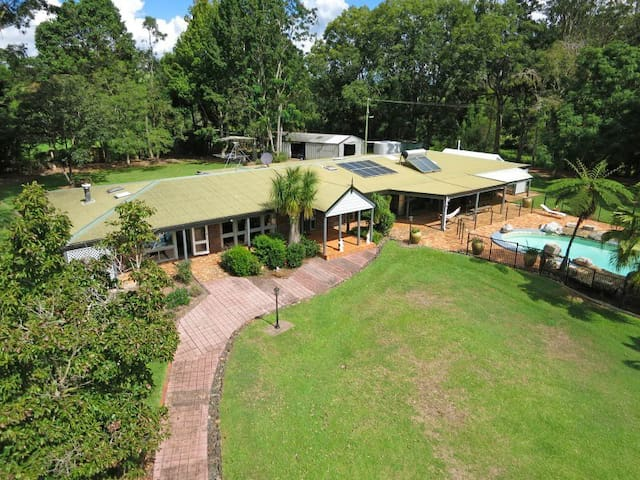An over view - McCarthy Lake House Maleny Accommodation