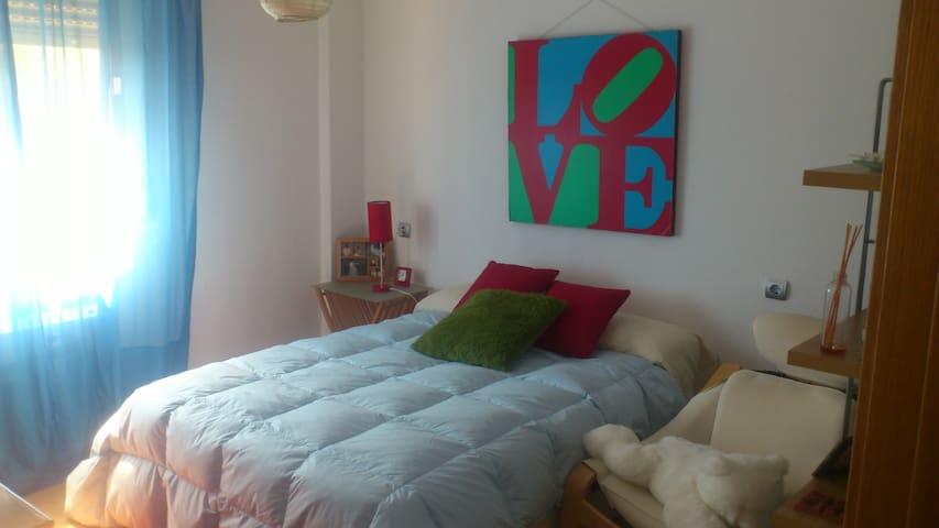 habitacion amplia y  muy luminosa - Cáceres - อพาร์ทเมนท์