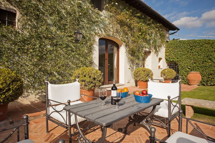Secluded villa with private chef in Tuscany!
