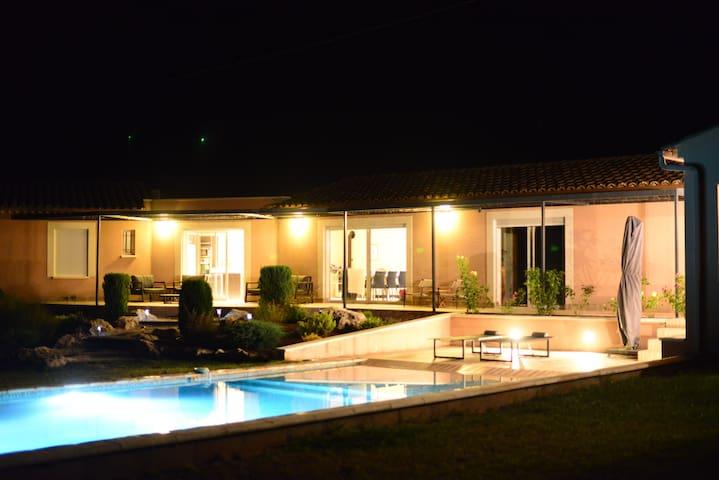 Villa 155 m2 et piscine au sel à 10 min. d'Uzès