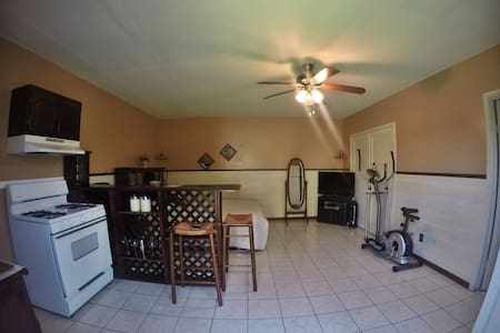 Private, comfortable studio apt! - Bell Gardens - Ev