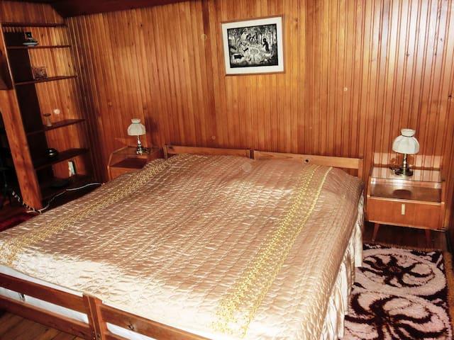 Mansardenzimmer 2x2m großes Doppelbett