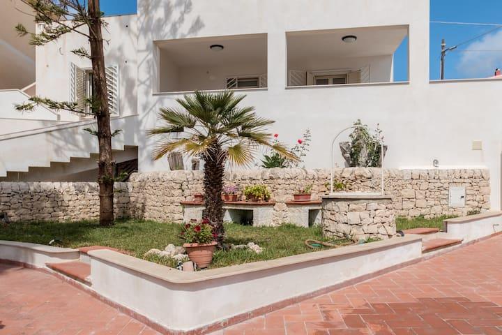 SEAFRONT PANORAMIC VILLA, TERRACES - Portopalo di Capo Passero - Villa