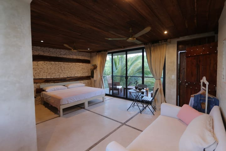 Dreamy Jungle Suite - beach access - Upper floor