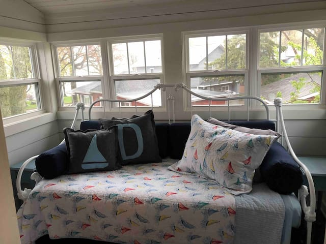 Bedroom 3 has twin daybed with pullout trundle and beautiful views of the lake. No dresser but suitcase stands.