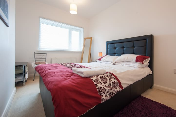 Spacious Comfortable Double Ensuite - Chellaston, Derby, England, GB - Apartment
