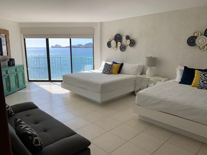Condominio nuevo frente a la playa !