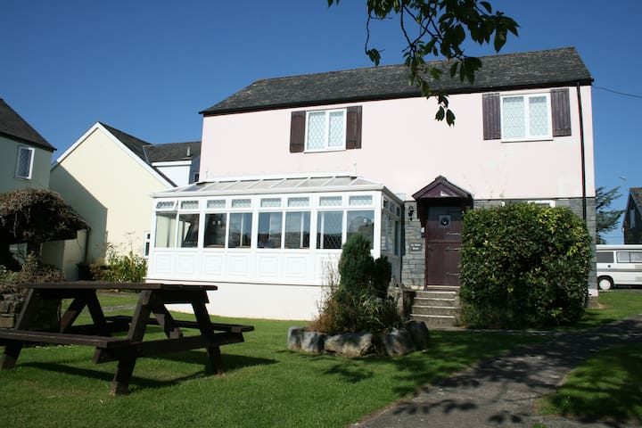 Ivy Tower House, Nr Tenby with indoor shared pool - Saint Florence - Maison
