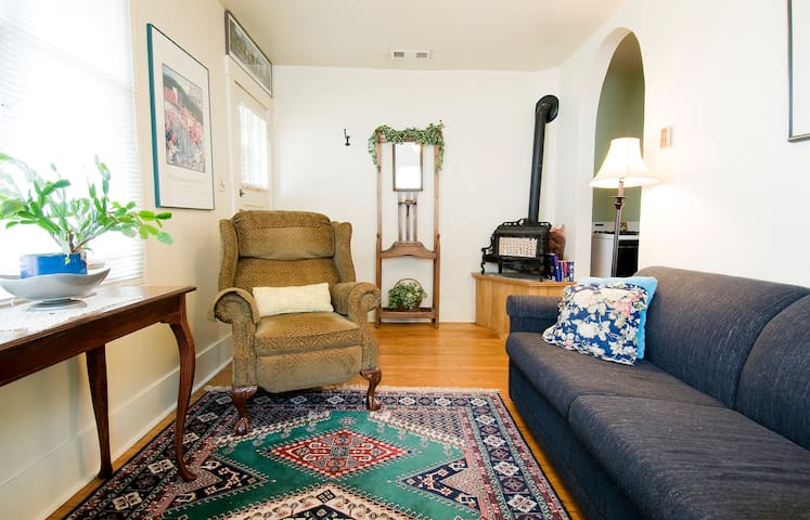Quaint, Cozy Apt. Downtown Medford - Medford - Apartamento