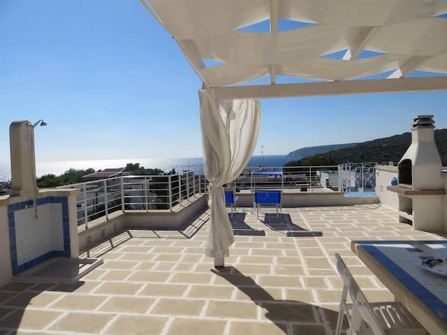 LaLilla. Bright with a Fantastic SeaView Terrace - Marina di Novaglie - Huis