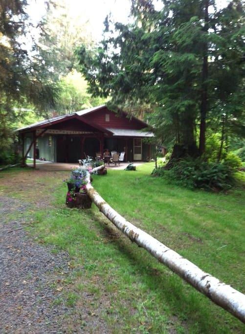 Driveway to Riverberry Lodge.