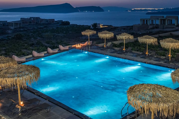 Sunset Faros - Luxury Rooms with Caldera View
