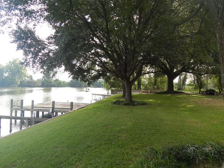 Minutes from historic Natchitoches! Riverfront!