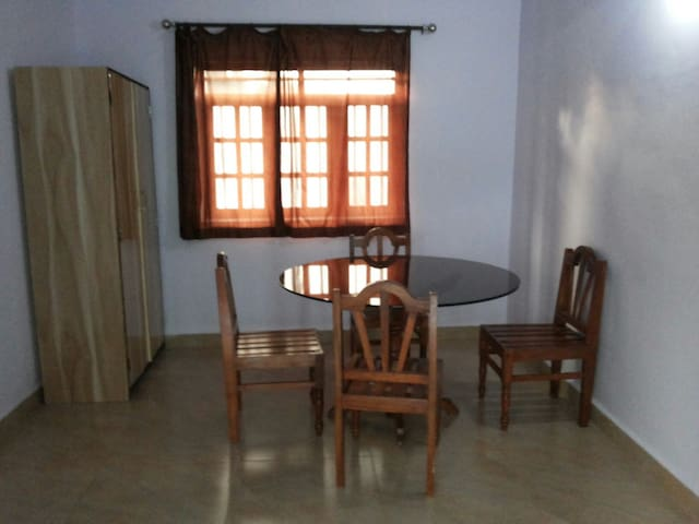 Group stay in budget near goa beach - Mandrem - Huis