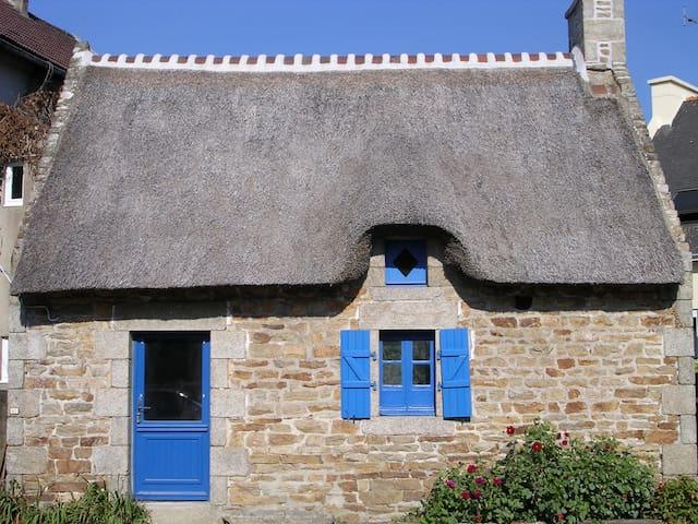 Le charme d'une chaumière rénovée - Concarneau - Haus