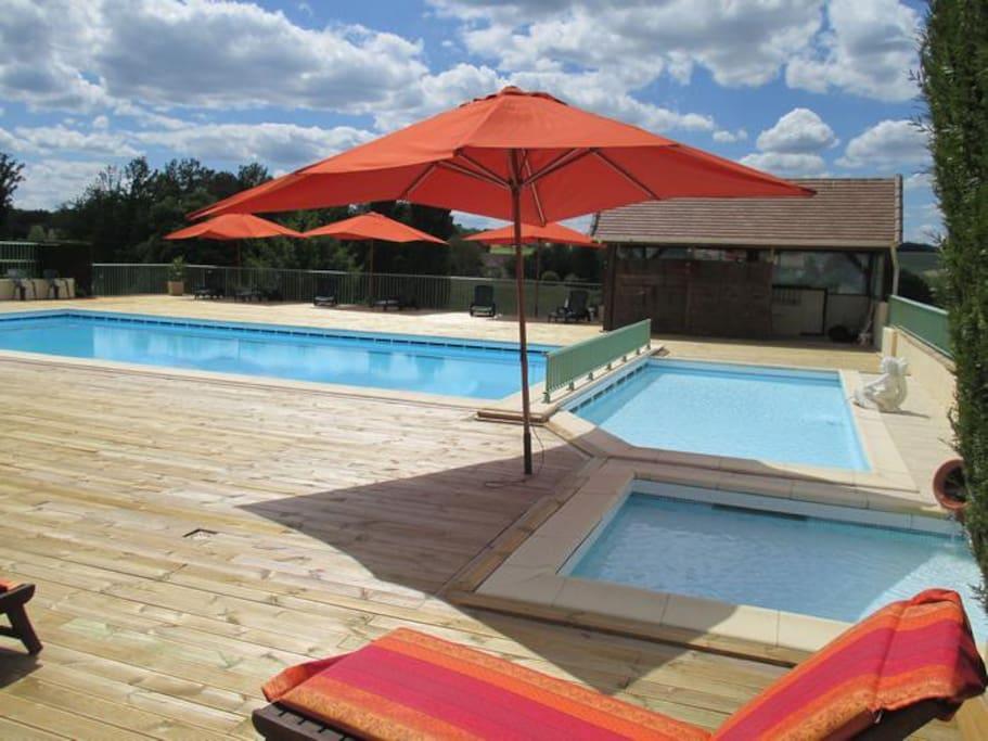 piscine (7x14m) avec 2 pataugeoires