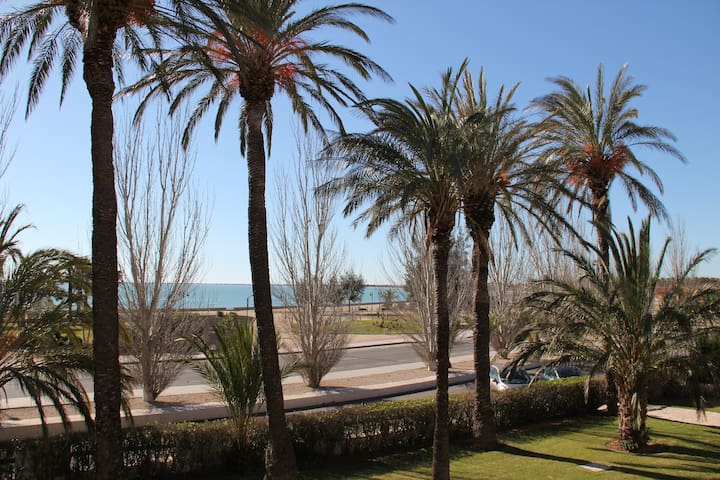 Apartment truly in front of the sea - L'Ampolla - Apartamento