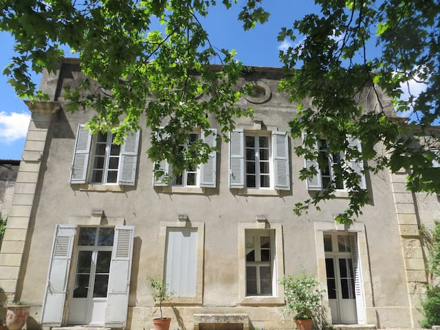 Chambre d'hôte  dans maison ancienn - Montfrin - Bed & Breakfast