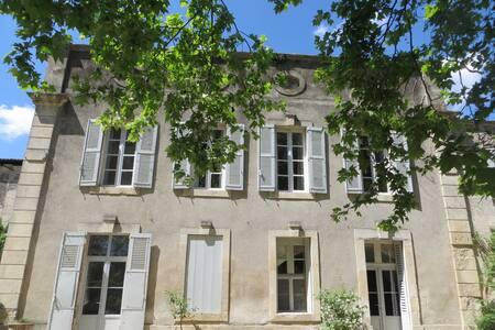 Chambre d'hôte  dans maison ancienn - Montfrin