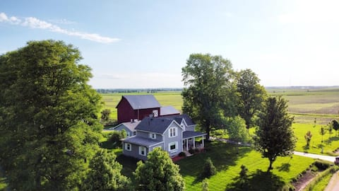 Peaceful 5 Acre Farmette Stay and Animal Retreat