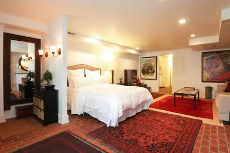 Charming Suite in Capitol Hill