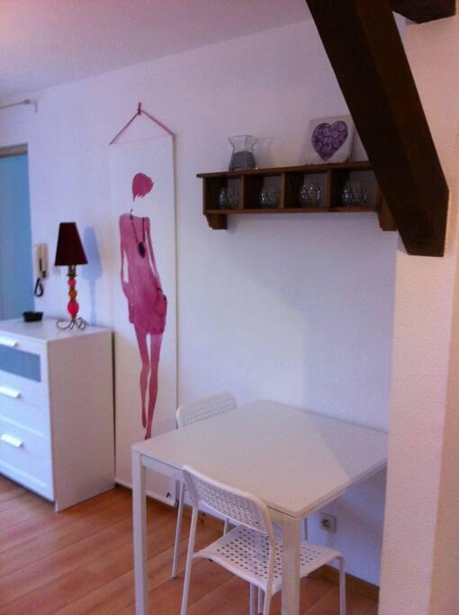 Joli meubl wifi gratuit fleur appartements louer for Annonce meuble gratuit