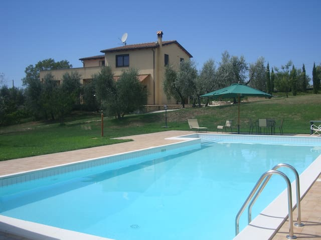 Lazio Villa, 3 bedrooms, sleeps 7 - Montebuono