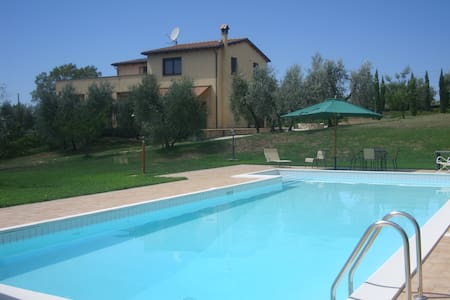 Lazio Villa, 3 bedrooms, sleeps 7 - Montebuono - 别墅