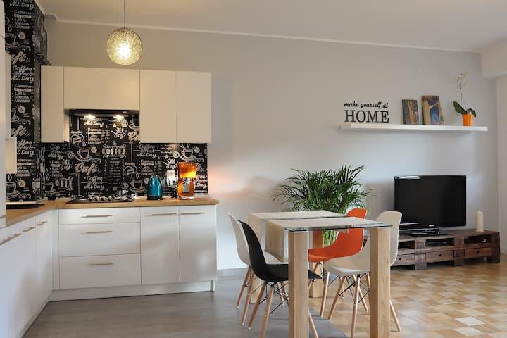 Metro & Forest & Restaurants Sunny Apartament